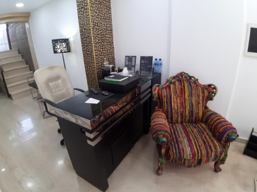 Shop in Aley - Fully Equipped Beauty Salon For Rent in Aley SKY431