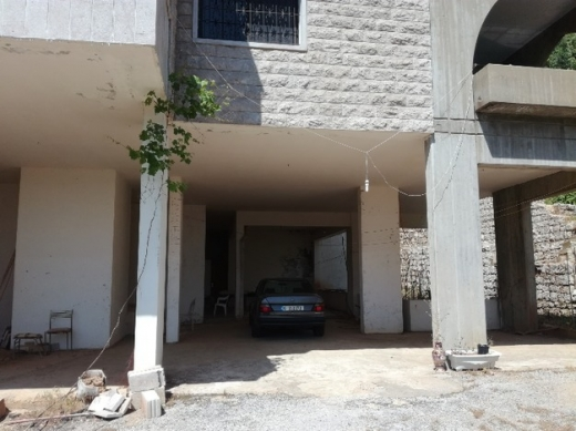 Other real estate in Mayrouba - عقار جبلي في ميروبا ٨٠٠م٢