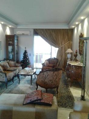 Apartments in Mar Elias - شقة 200م بمار الياس للبيع