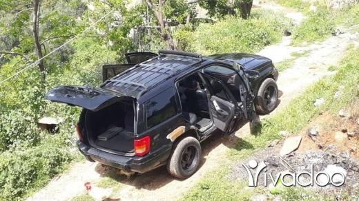 Jeep in Amchit - جيب شيروكي ٩٩