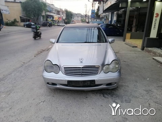 Mercedes-Benz in Nabatyeh - C200 Compraser 2001