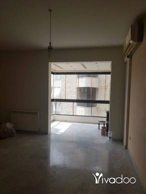 Apartments in Mansourieh - شقة للإيجار المنصورية الطابق الثاني 2 نوم 2 حمام صالون سفرة موقف مكيف شوفاج