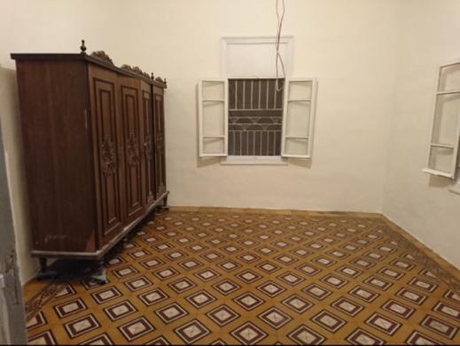 Apartments in Hamra - شقة في الحمرا دون مصعد بناء قديم غرفة نوم كبيرة صالون كبير