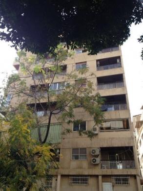 Apartments in Ras-Beyrouth - شقة للبيع بسعر مغري في راس بيروت موقع مميز