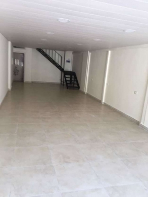 Shop in Haoush el Oumara - Haouch el omara shop for rent with 160 sqm