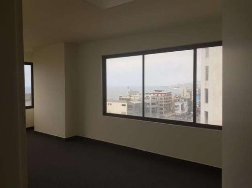 Office Space in Zalqa - مكتب للإيجار بزلقا