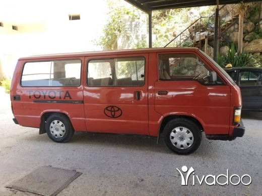 Vans in Tripoli - فان تويوتا مسجل ما عليه مكانيك نضيف