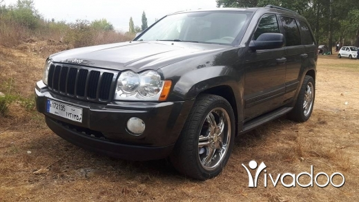 Jeep in Port of Beirut - new 2 grand cherokee laredo 2005