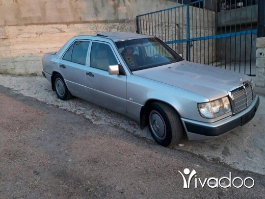 Mercedes-Benz in Akkar el-Atika - سيارة 220