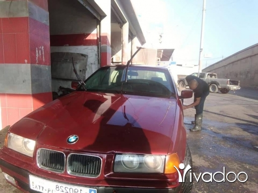 BMW in Al Beddaoui - بوي ٣٢٠ ٦ سلندر خرقه مودال ٩٤ انقاض عاملها معاينه