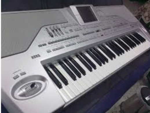 Electric Keyboards in Antelias - Used like new with an mp3 card inside for rec and play mp3 audio tracks