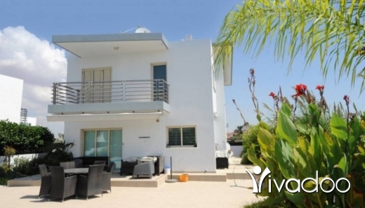Townhouse in Ras El Metn - A 130 m2 townhouse / tiny house for sale in Larnaca / Cyprus