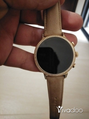ساعات في غازيه - Excellent condition fossil smartwatch for lady missing its charge