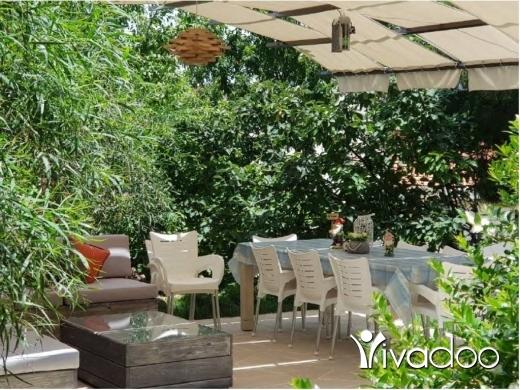 Villas in Dahr el-Souan - Individual House for Sale in Dahr El Souwan with Spacious Garden - L05246