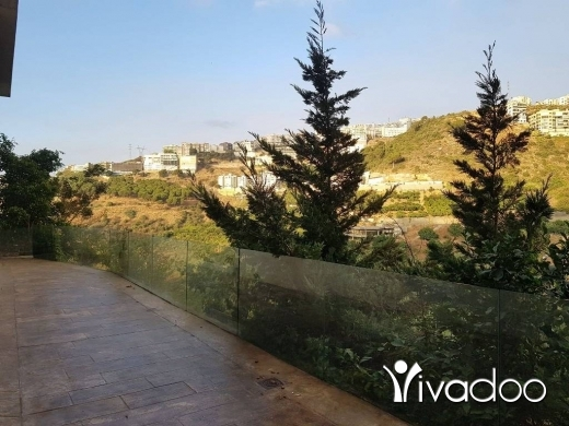Appartements dans Mar Takla - Apartment for Rent With Terrace and Open View in New Mar Takla : L05532