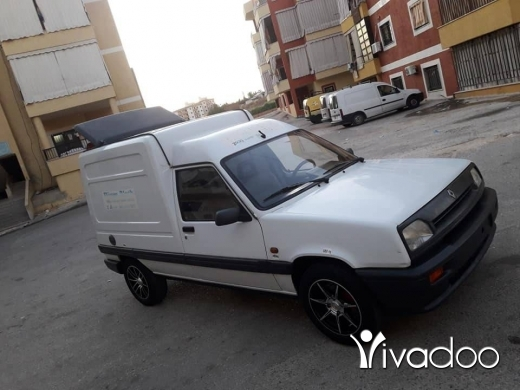 Renault in Port of Beirut - ربيد رينو 1996 اجنبي