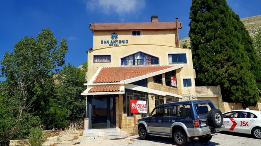 Whole building in Faraya - Hotel For Sale in Ouyoun Al Simen