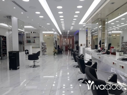 Show Room in Zalka - A Spacious Showroom For Rent Located in Zalka Souks With A Large Display - L04248