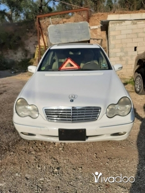 Mercedes-Benz in Zgharta - 4 800 $ Mercedes c 320 2001 .
