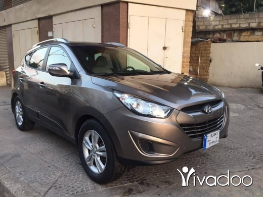 Hyundai in Beirut City - 9 800 $ Hyundai tucson model 2011 4wd 4 cilender one owner 85000 km excellent condition ☎️