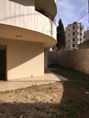 Apartments in Roumieh - شقة مع حديقة للبيع في منطقة جورة البلوط