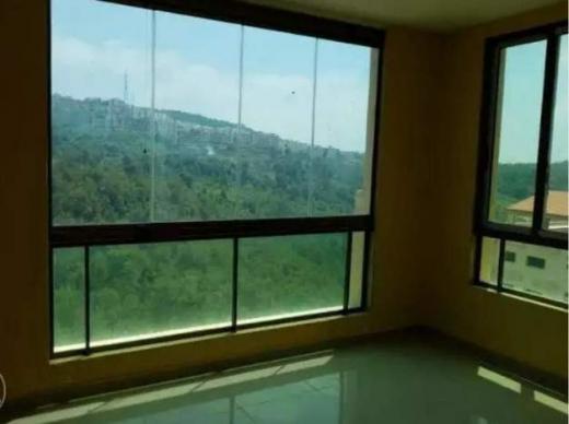 Apartments in Bchamoun - شقة في بشامون  للبيع حي المدارس 3 نوم  150 م2