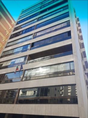 Apartments in Rawche - شقة 250م للبيع في الروشة