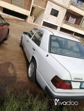 Mercedes-Benz dans Tripoli - mercedes
