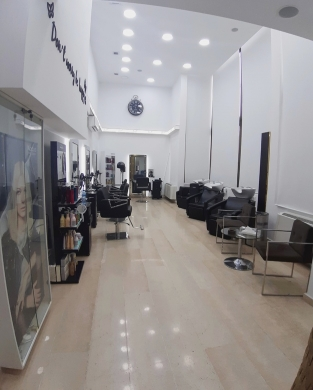 Shop in Aley - Fully Equipped Beauty Salon For Rent in Aley 175 m