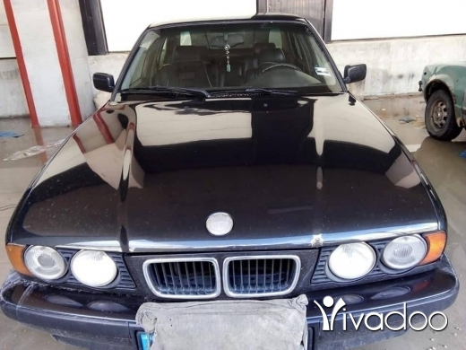 BMW in Port of Beirut - Bmw 525 automatic model 1994