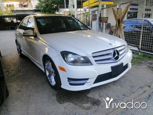 Mercedes-Benz in Beirut City - C 250 /// 2013 /// Full Navi Screen Camera