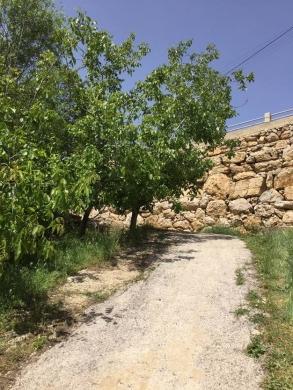 Land in Kfar Zebian - Land for sale 1078 m