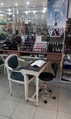 Shop in Beirut City - For rent a woman hairdresser shop