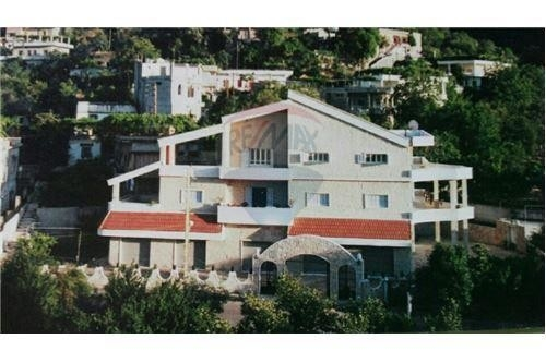 Villas in Basbina - Spacious Villa for sale in Bezbina, Akkar