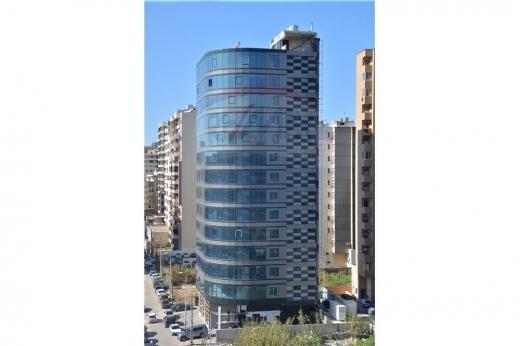 Office Space in Tripoli - محل مميز للبيع مساحته 195م٢ في أهم مبنى في طرابلس