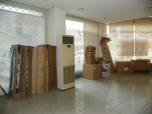 Whole building in Tripoli - Spacious prime location showroom for rent in Tripoli