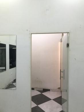 Shop in Chiyah - محل ٤٠ م٢ للايجار بالشيّاح عين الرُمَّانة
