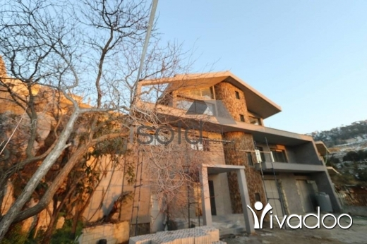 Villas in Bikfaya - 482 m2 triplex villa for sale in Bikfaya - Shwaya having a partial mountain view for sale