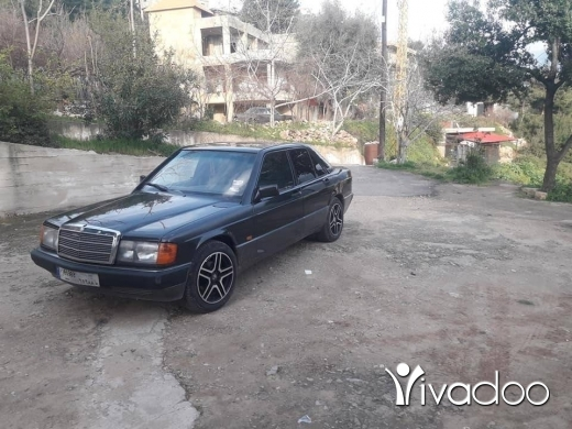 Mercedes-Benz in Tripoli - سيارة مرسيدس E190 للبيع دولار ١٥٠٠ سيارة انقاض رقم تلفون ٧٦٣٢٢٥٦٤