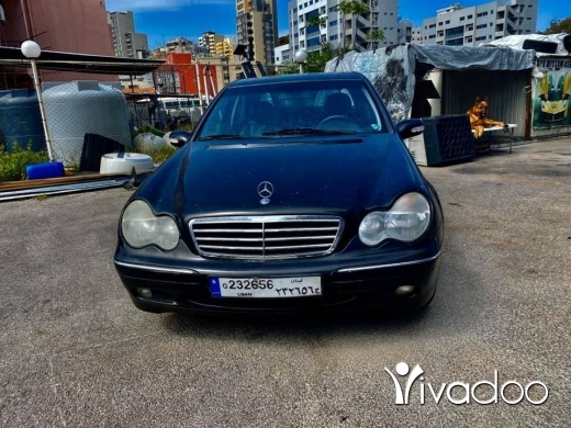 Mercedes-Benz in Sin el-Fil - Mercedes c240 blak on blk