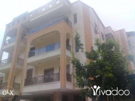 Apartments in Bchamoun - شقة في بشامون المدارس ١٨٠ متر ٦ غرف ٣ نوم ٣ حمام صالون سفرة كريدور كبير مطبخ ٣ برندا مطبخ كبير.