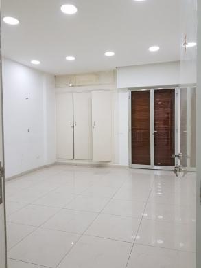 Shop in Jal el-Dib - Showroom for Rent in Jal El Dib