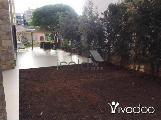 Villas in Beit Chabeb - A decorated 577 m2 villa with a garden and terrace for sale in Beit Chabeb