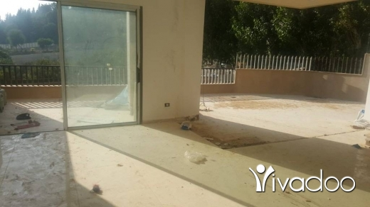 Apartments in Loueizeh - A 190 m2 apartment with a terrace for sale in  Louayze