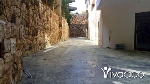 Apartments in Tripoli - للبيع شقة مميزة جدا في برمانا مفروزة حديثا ٢٠٠ م داخلي + ٢٤٠ تراس شك مصرفي $ تل 81894144