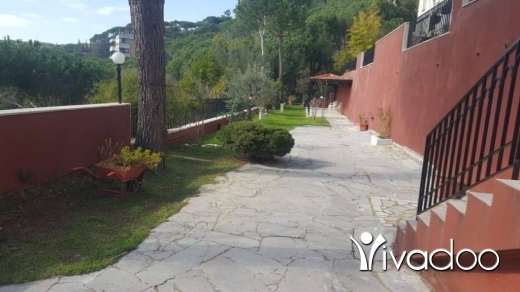 Apartments in Broumana - A 676 m2 duplex apartment with a garden and terrace for sale in Broumana