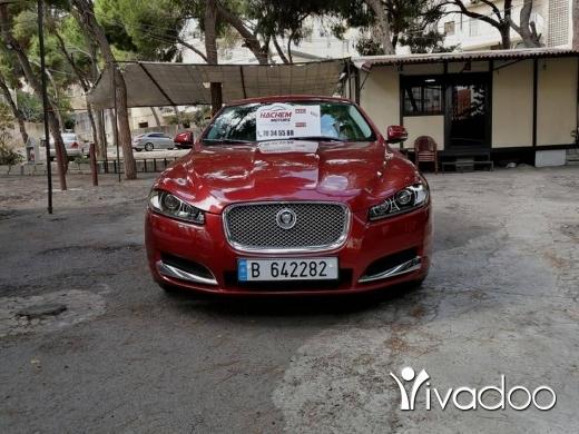 Jaguar in Beirut City - Jaguar XF 2012 rot /black