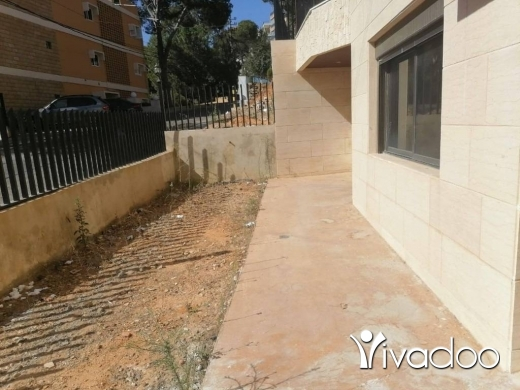 Apartments in Baabdat - A 240 m2 apartment with a terrace for sale in Baabdat