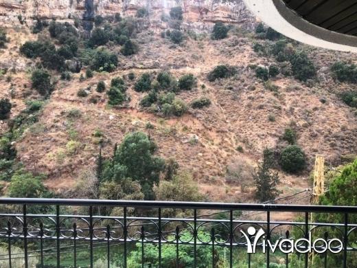Appartements dans Hazmieh - A 300 m2 triplex apartment having an open mountain view for sale in Hazmieh