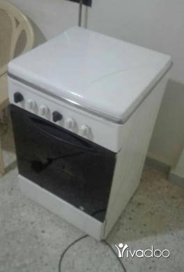 Appliances in Beirut City - فرن غاز 4 روس بحالة جيدة جداً السعر 450الف